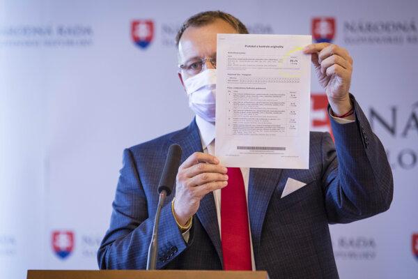 Predseda parlamentu Boris Kollár počas tlačovej konferencie o informáciách ohľadom svojej diplomovej práce.