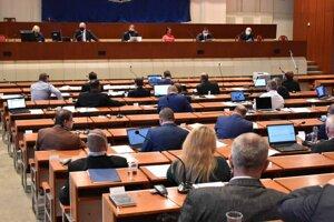 Na ťahu je mestské zastupiteľstvo, ktoré doteraz generálneho riaditeľa DPMK Vladimíra Padyšáka vždy podržalo.