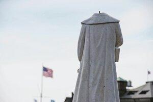 Soche Krištofa Kolumba v Bostone najprv odrazili hlavu, potom ju odstránili úplne.