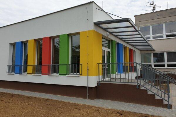 Prístavba materkej školy.