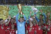 Futbalisti Bayernu Mníchov vyhrali jubilejný dvadsiaty Nemecký pohár.