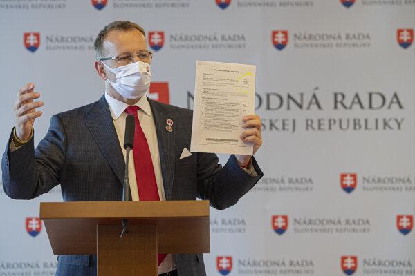 Predseda Národnej rady SR Boris Kollár počas brífingu ohľadom svojej diplomovej práce.