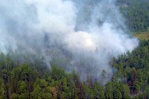 Minuloročný lesný požiar v regióne Krasnojarsk na východe ruskej Sibíri. Tohtoročné požiare v Arktíde začali skôr a sú zúrivejšie.