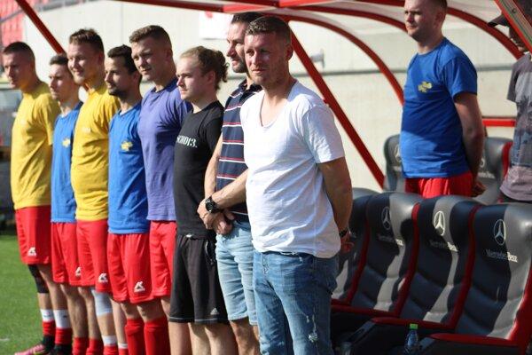 Lukáš Vido ako tréner Zavara vo finále Bestrent Cupu na Štadióne Antona Malatinského.