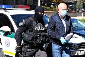 Kajetán Kičura je obvinený z prijímania úplatku a legalizácie príjmu z trestnej činnosti.