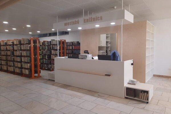 Pár nedostatkov v knižnici sa dočkalo rekonštrukcie.