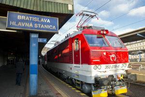Vlak InterCity Železničnej spoločnosti Slovensko (ZSSK) do Košíc.