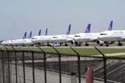 Lietadlá spoločnosti United Airlines stoja na medzinárodnom letisku Georgea Busha v americkom Houstone.
