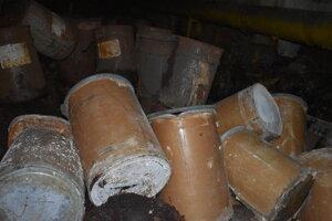 Sudy s toxickým odpadom.