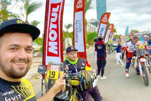 Erik Vlčák (vľavo) absolvoval Dakar 2020 v pozícii manažéra tímu.