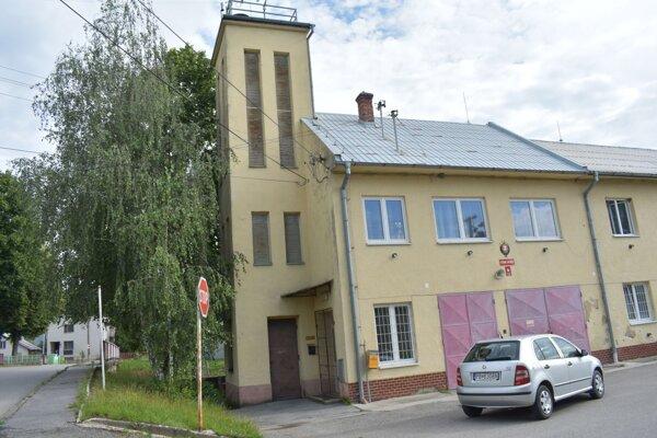 Hasičská zbrojnica vo Visolajoch.