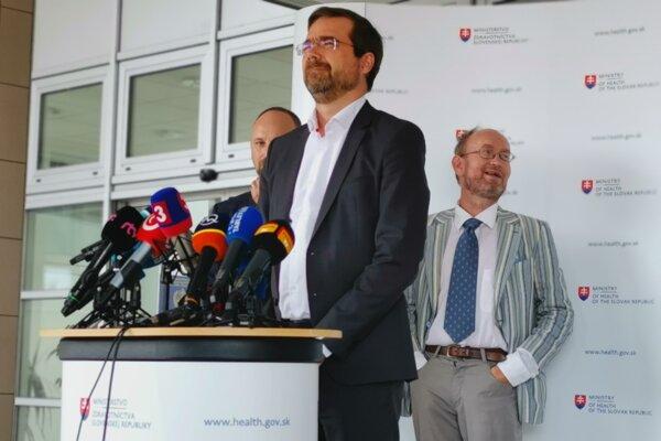Minister Marek Krajčí chce objednať 3 milióny dávok vakcíny proti koronavírusu.