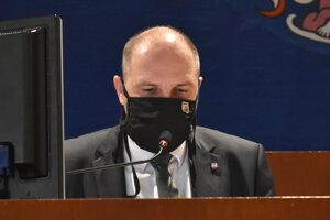 Primátor Jaroslav Polaček. Jeho veto poslanci prelomili.