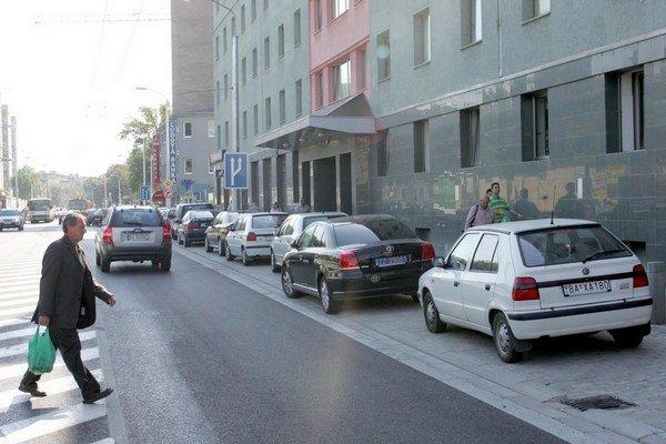Osobné auto sa stalo neprimerane prístupným dopravným prostriedkom.