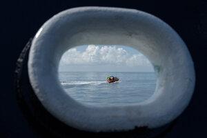 Podporné tímy SpaceX v Mexickom zálive sa pripravujú na pristátie lode Crew Dragon.