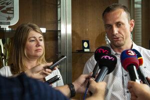 Na snímke zľava nová riaditeľka APHK Aneta Büdiová a predseda predstavenstva APHK Miroslav Kováčik.
