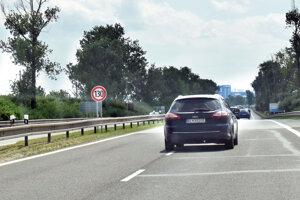 Najvyššia povolená rýchlosť je 130 km/h. Značenie osadili v júni.
