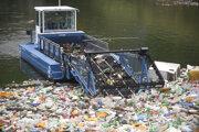 Špeciálne plavidlo dokáže rozoznať rôzne druhy odpadu.