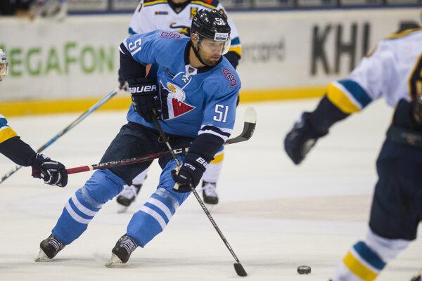 Ivan Švarný v drese HC Slovan Bratislava.
