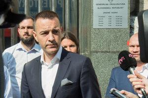 Predseda strany DOBRÁ VOĽBA Tomáš Drucker počas brífingu po podaní podnetu na Generálnu prokuratúru SR v súvislosti s výrokmi predsedu vlády SR o zneužívaní tajných služieb v predvolebnej kampani.