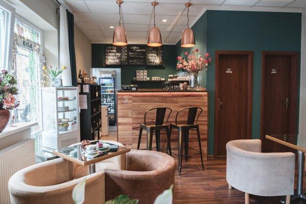 Interiér kaviarne, ktorá má šmrnc - Medúza Caffé, Hlohovec