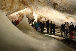 Dobšinská ľadová jaskyňa je vyhľadávaná najmä v lete.