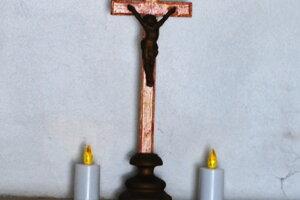 Ukradnutý kríž je opäť na svojom mieste