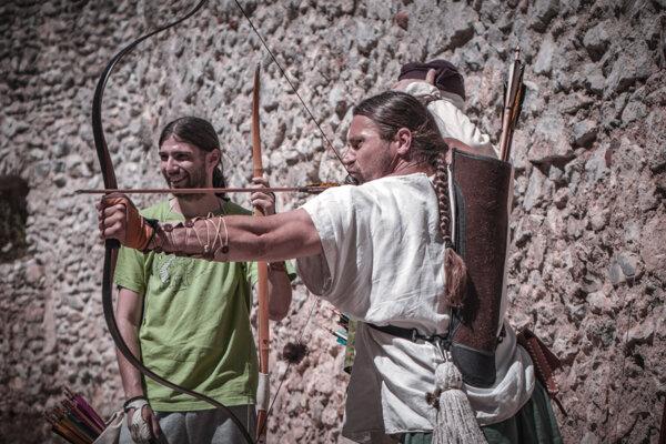 Lukostrelci súťažili v priestoroch Topoľčianskeho hradu.