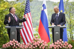 Šéf americkej diplomacie Mike Pompeo a slovinský premiér janež Janša.