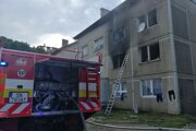 Hasenie požiaru v bytovke z Žehre.