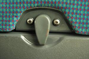 Stačia dve skrutky namiesto očí, páčka ako nos a záhyb ako ústa a vidíte tvár.