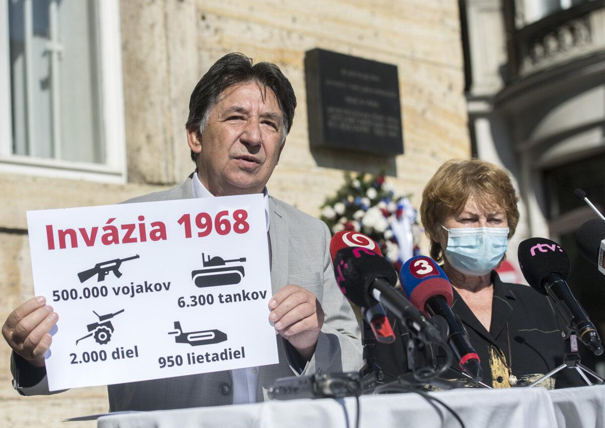 Budaj a Remiášová si uctili obete okupácie, navrhujú zaviesť dva pamätné dni - SME