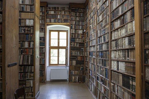 Knižnica sa nachádza v Kežmarku v pôvodnej historickej budove Evanjelického lýcea.