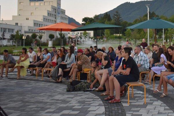 Kultúra na fontáne pri kine Mier v Považskej Bystrici.