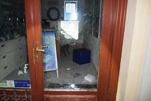 Majiteľovi predajne spôsobil zlodej škodu.