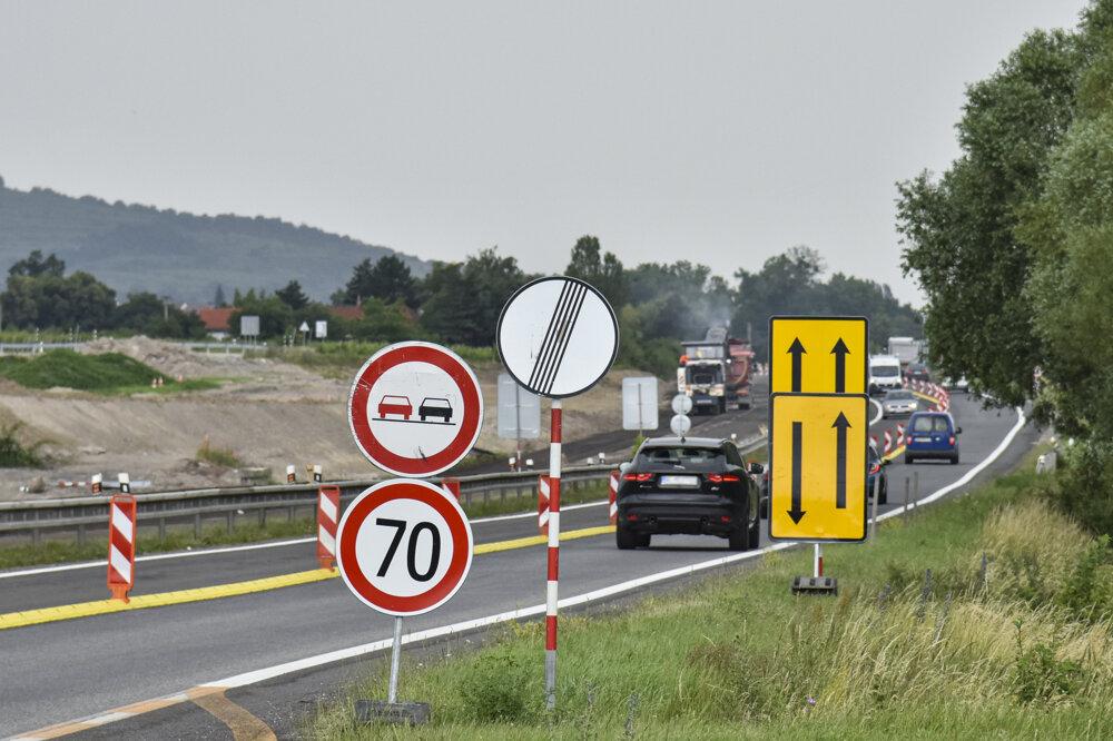Dopravné obmedzenie na ceste II/502 Rača - Svätý Jur.