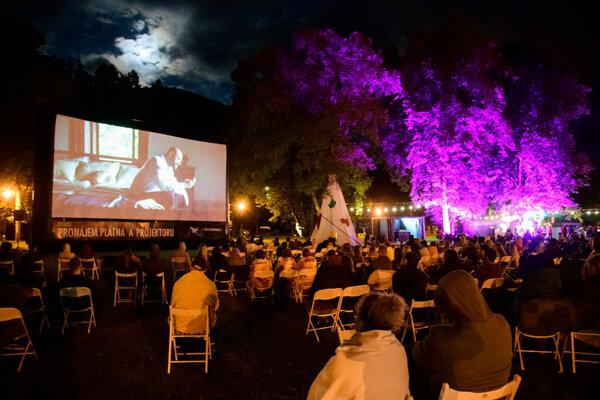 Ku festivalovej atmosfére v Tepliciach vždy patrili najlepšie české a slovenské filmy premietané v kine pod hviezdami a v kine Prameň.