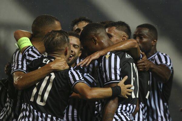 Futbalisti PAOK-u Solún sa radujú z gólu.