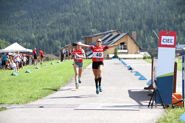 Mária Remeňová finišuje do cieľa.