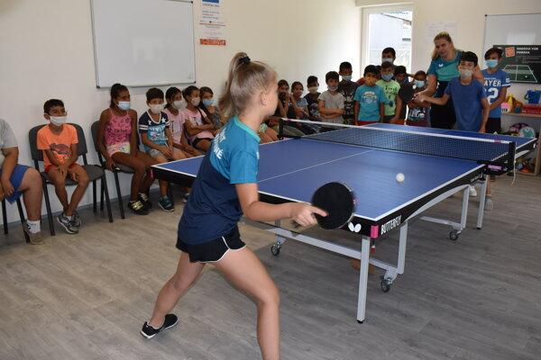 Deti si hru vyskúšali pod vedením trénerky Jany Mihaľovovej.