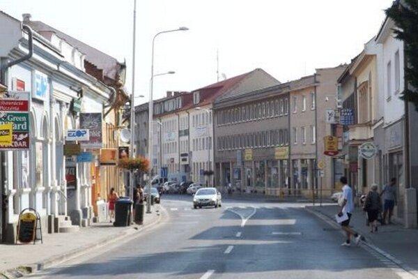 Pôvodne chcelo mesto vymeniť svietidlá aj na Mostnej ulici. Zo zoznamu ale vypadla.