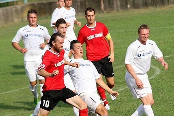 Chrenovčania (v červenom Endrödy a Sailer) získali v 2. kole prvé body v sezóne.