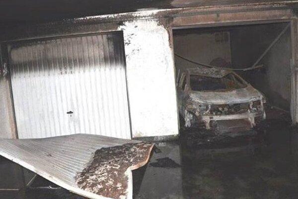 Garáže v Petržalke zničené po požiari.