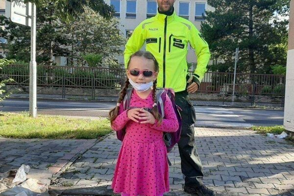 Polícia pomáhala deťom v okolí škôl