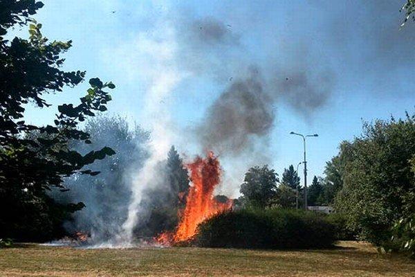 Nedeľňajší požiar na Triede Andreja Hlinku.