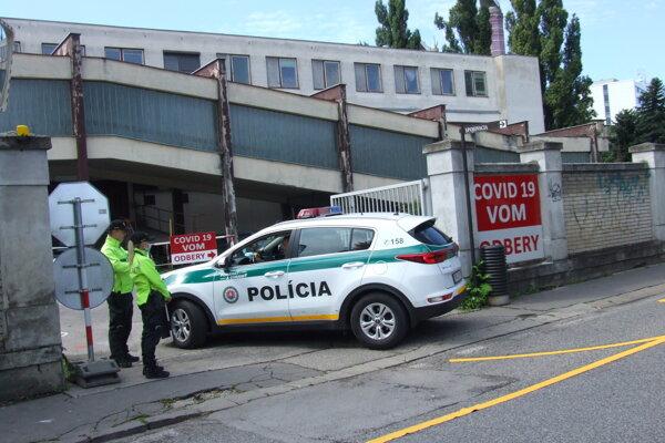 Veľkokapacitné odberné miesto vzniká v areáli nemocnice, vjazd je zo Špitálskej ulice.