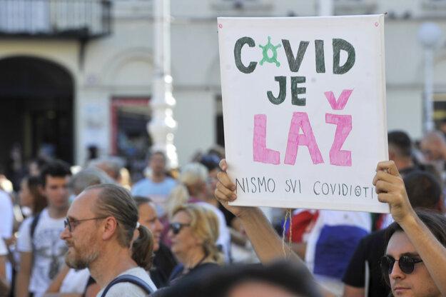 Protest proti koronaopatreniam v Záhrebe.