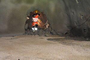 Prerazením tunela sa stretli baníci z oboch portálov