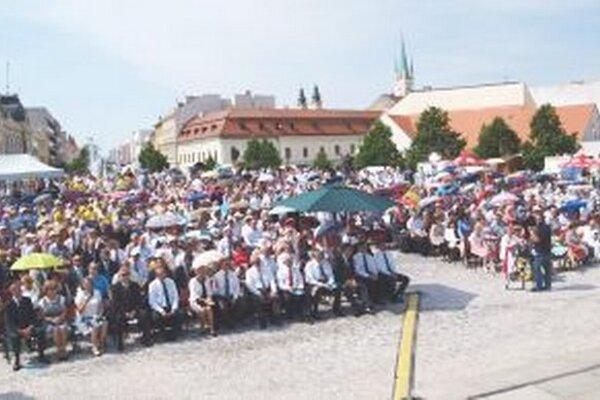 Zaplnené Svätoplukovo námestie počas Cyrilo-metodskej národnej púte v Nitre.