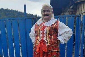 Margita Kuráková vo svojom vlastnoručne ušitom kroji.